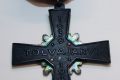 16.-Tolvajärven-risti-setti-taka