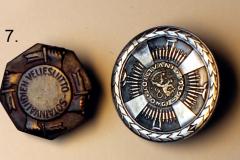 7.-TS-sotavammaismerkki-ja-jasenmerkki-etu